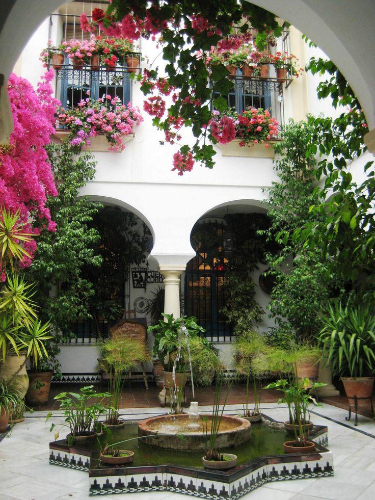 Los habitantes de la ciudad de Córdoba, Andalucía en España, han tenido hábitos tradicionales que han hecho sus casas más ecológicas. Teniendo tantos días
