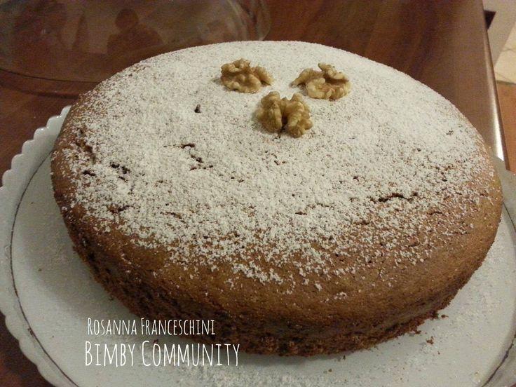 Assolutamente da provare la Torta Morbida alle Noci: sembra la solita torta ma non lo è affatto: semplice da fare ma il figurone è assicurato!