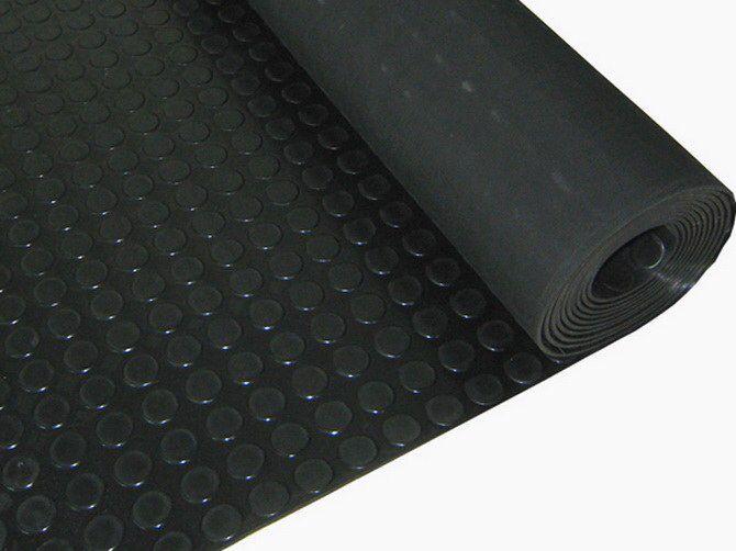 Hoy en el blog hablamos sobre un material muy comun en los gimnasios,el suelo de goma,sobre sus correcto mantenimiento y limpieza.http://www.elgatolimpieza.com/limpiar-suelo-goma/