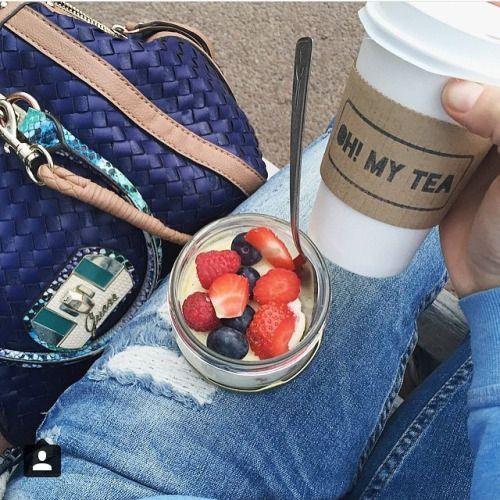 Спасибо @ksenmonohrom за эту красивую фотографию😽 Всем хорошего настроения сегодня! #tea #teashop #teatime #teatogo #teaforyou #spb #saintp #peterburg #saintpetersburg #stpetersburg #ohmytea #ohmytearu #ohmytea_ru #чай #чайссобой #спб #чайспб #спбчай...