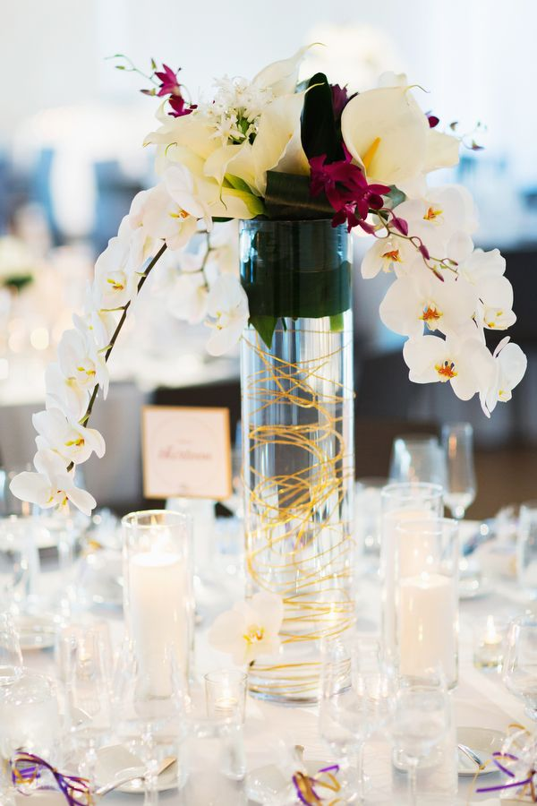 Tall modern wedding centerpiece {Photo by Jonathan Young Weddings via Project Wedding}Modern Centerpieces, Centerpieces Photos, Wedding Centerpieces Modern, Modern Decor, Events Centerpieces, Centerpieces Inspiration, Tall Modern, Jonathan Young, Tall Centerpieces