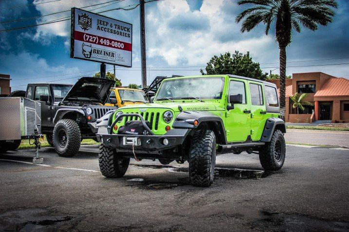 Custom Jeep Wrangler nice color! keepin' it Wild!