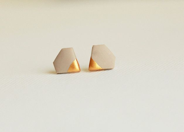 Zarte Ohrringe für die Braut, Heiraten in Weiß, Creme, goldene Ohrringe / wedding ear studs, creme white, for the bride made by MinimalVS via DaWanda.com