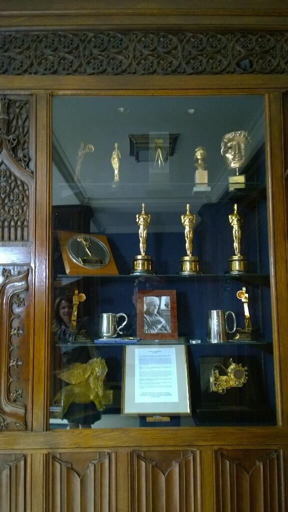 Μερικά από τα Oscar των ταινιών James Bond! #Sony 4K Event | Pinewood Studios, UK