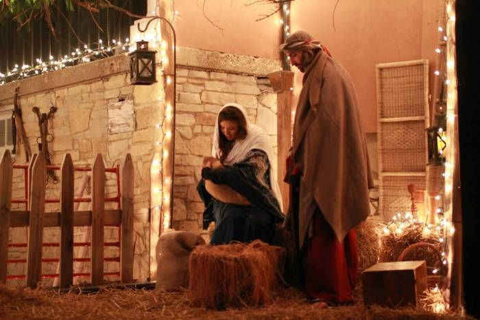 Live Nativity in Lisle, IL thelifeonline.org  Dec. 5 & 6, times are 6, 7, & 8 p.m.