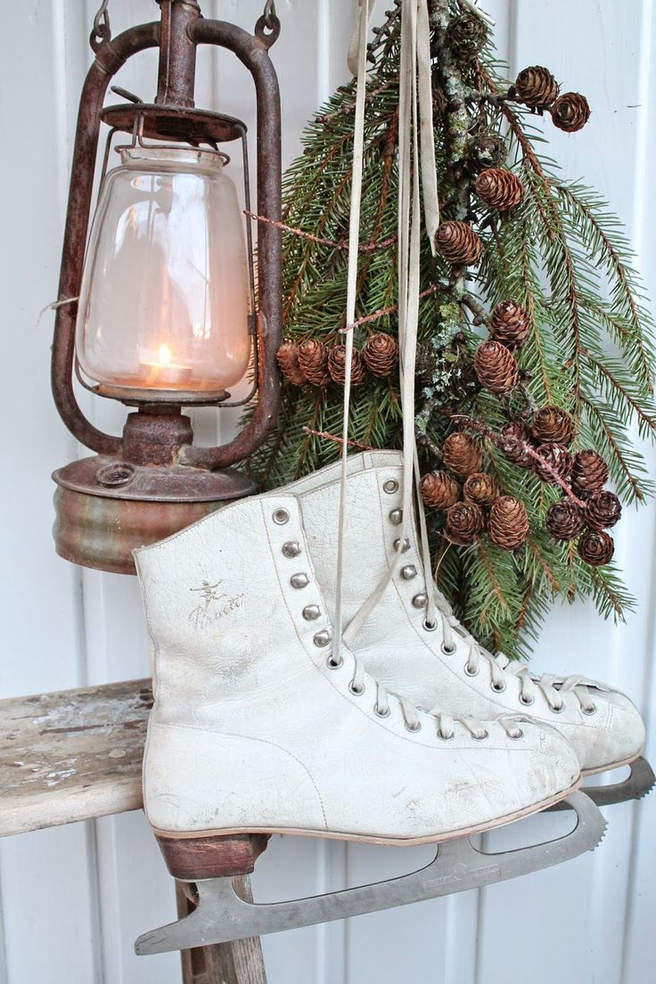 Ice skates, lantern, and greenery....Simple Christmas display | VIBEKE DESIGN: Andre og siste runde : Valg av julebilder