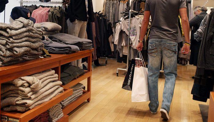 Tahukah Kamu, Kalau Ternyata Pria Lebih Banyak Belanja Saat Persiapan Liburan