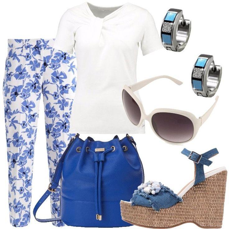 I pantaloni bianchi sono in cotone con stampa di fiordalisi mentre la t-shirt, firmata Guess è bianca con arricciatura sul seno destro. La borsa è un secchiello in similpelle blu elettrico. I sandali sono di jeans con tacco a zeppa e decorazioni con perline bianche e azzurre. Gli orecchini, dei piccoli cerchi, sono in acciaio smaltati sulle tonalità del blu. Gli occhiali da sole, infine, hanno la montatura a farfalla in plastica bianca.