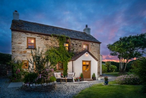 Seapink Cottage is nestled away in North Cornwall, near Widemouth Bay
