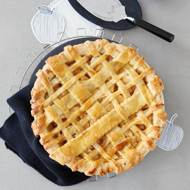 Rezept: Apple Pie mit Salz-Karamell von Zucker, Zimt & Liebe - [LIVING AT HOME]