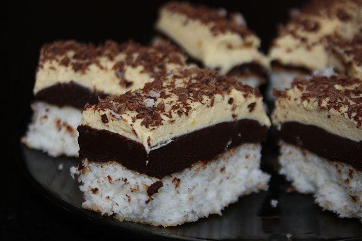 Leírhatatlanul finom! Dekoratív sütemény, ami akár az ünnepi alkalmakon is megállja a helyét! Hozzávalók: 6tojás fehérje 30 dkg kókuszreszelék 30 dkg cukor csipetnyi só A vaníliás krémhez: 6 tojás sárgája 8 evőkanál cukor 50 g étkez...
