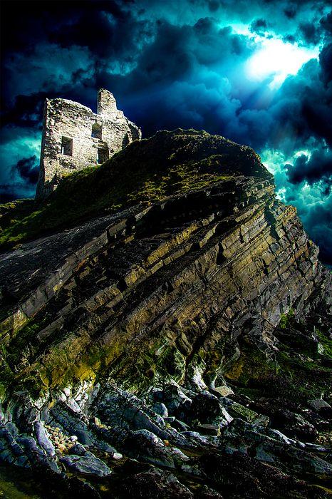 Castle ruins in coastal town Ballibunion (Baile an Bhuinneanaigh), County Kerry, Ireland.