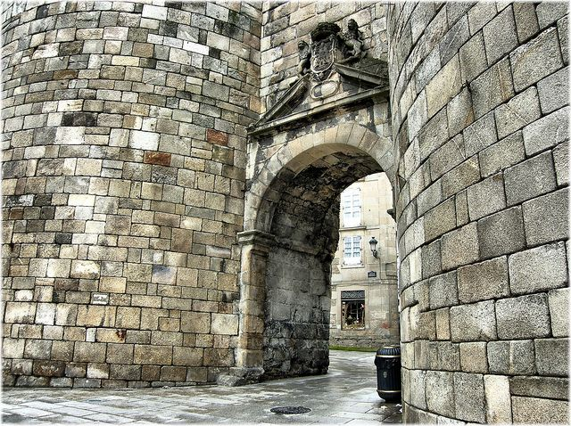 Porta de San Pedro na muralla romana de Lugo    Jose Luis Cernadas Iglesias