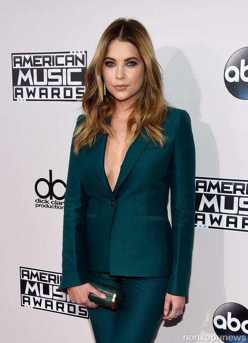 Фото: знаменитости на красной дорожке церемонии American Music Awards 2015- popcornnews
