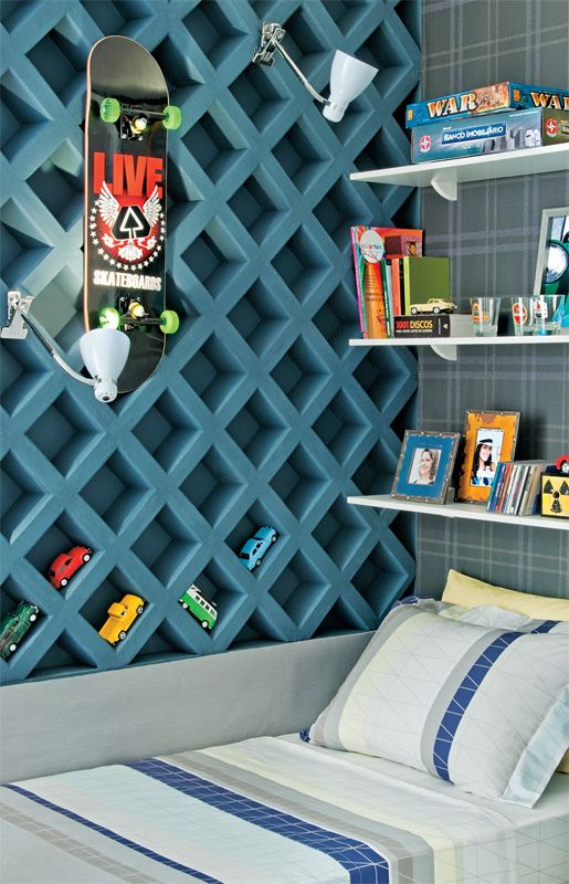 fab boy's bedroom! love how the lattice wall adds pattern, color and texture to the space... also fun for displaying tiny collections!