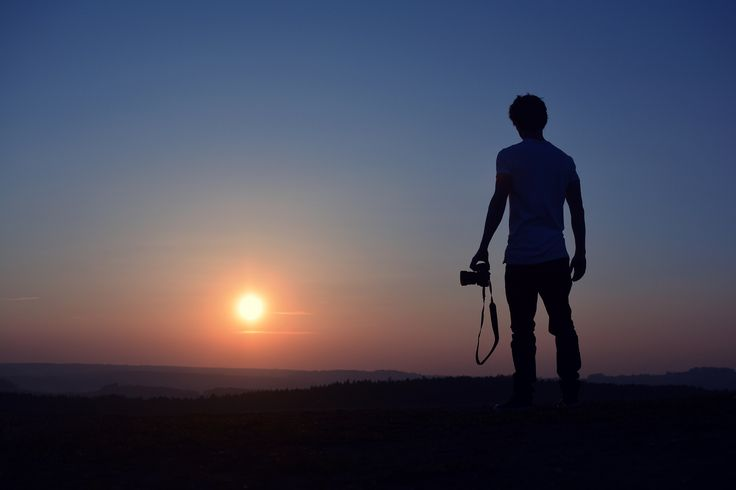 Photographer at sunset - null