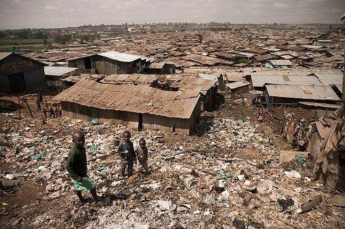 Maior Favela do Mundo: Kbera en Nairobe no Quenia - Pesquisa Google
