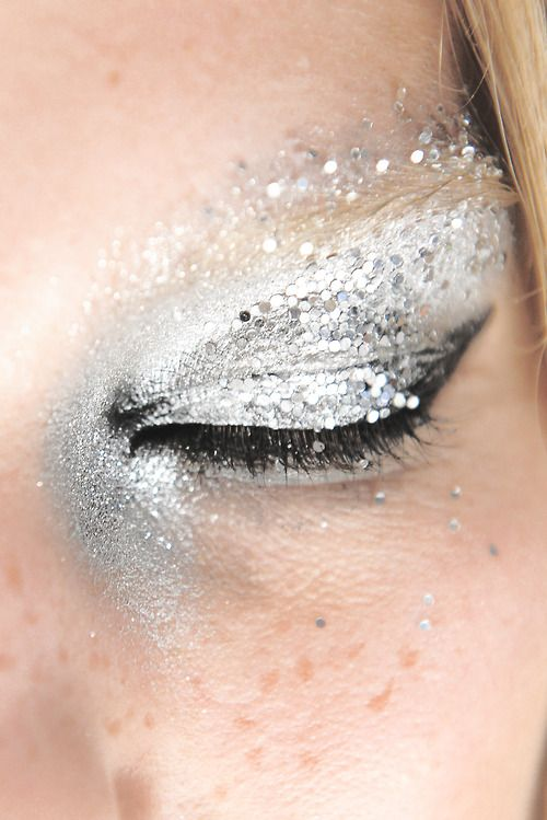 Silver glitter eye shadow make up