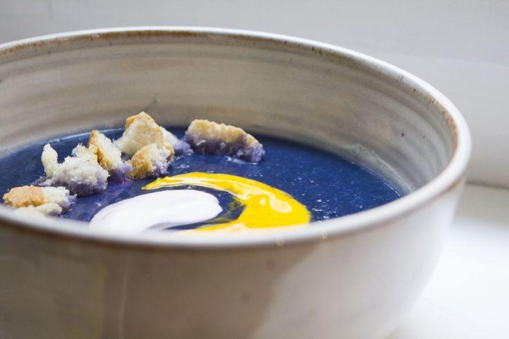 Crema di cavolo viola con salsa di yogurt e zafferano - purple cabbage with yogurt and saffron sauce