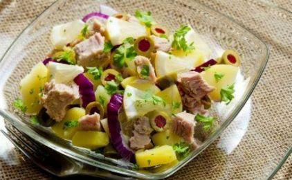 Σαλάτα με πατάτα, τόνο και ελιές