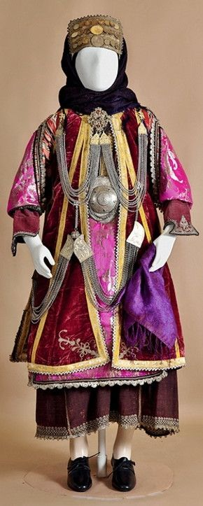 The bridal and festive costume of Stefanoviki was the customary dress of nearly all the villages of eastern Thessaly.  Second half of 19th century.