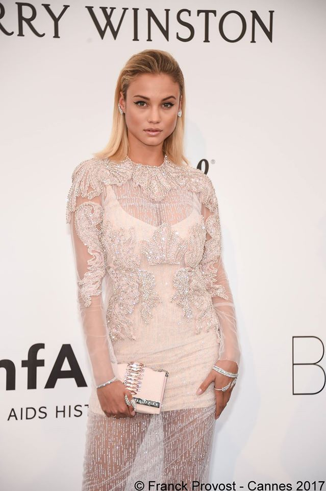 Stunning Rose Bertram for the amfAR Gala with her straight hair look #franckprovost #frenchtouch #beauty #redcarpet #cannesforever #cannes2017