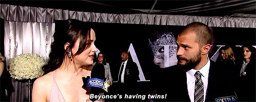 Dakota Johnson vertelt Jamie Dornan dat Beyoncé zwanger is en zijn reactie is briljant