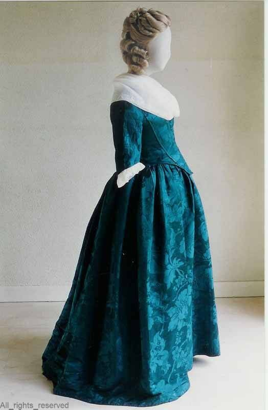 Robe à l'anglaise, The Netherlands, 1780-1795. Blue silk damask with floral pattern.