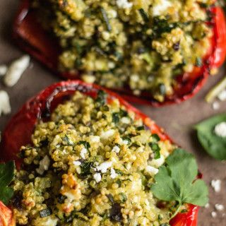 Vegetarian Stuffed peppers with quinoa, courgette and feta. A quick and simple meal, perfect when feeding a crowd or for meatless Monday!