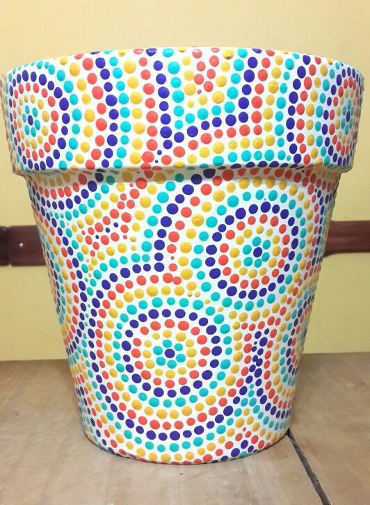 Macetas pintadas a mano. Swirls. Facebook: A'cha Pots.                                                                                                                                                                                 Más
