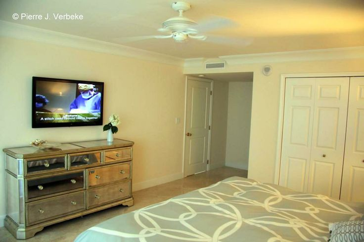 Whitehall unit 8 g master suite wall mounted flat screen plasma tv king size bed and new Master bedroom tv wall unit