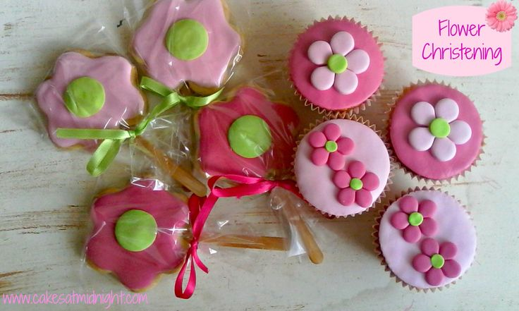 So last weekend I got to make sweets for a little girl's flower-themed…