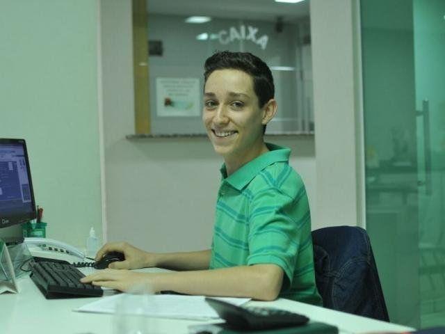 Aos 15 anos, João faz doces desde criança para realizar sonho de cursar Medicina