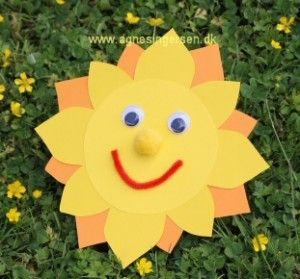 sol nem at lave fra min blog: http://agnesingersen.dk/blog/sol/  Sun easy craft for kids