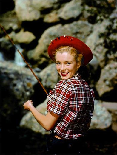 Norma jeane photographed by richard c miller 1946 for Marilyn jean fishing