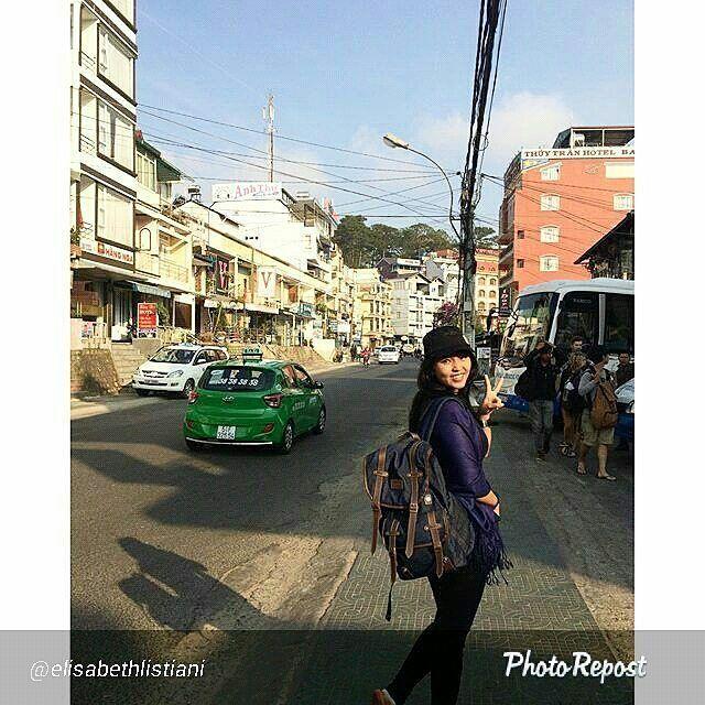 Foto tas Lomberg Denise Navy di Vietnam by @elisabethlistiani  #vietnam #travel #wanderlust #vietnamese #instatravel #asian #summer #instagood #instadaily #saigon #hanoi #explore #nature #traveling #photo #instagram #adventure #vsco #travelgram #love #vietnamtravel #food #beautiful #asia #traveltheworld #hoàbình #letsgosomewhere #saigonese #beauty #travelphoto