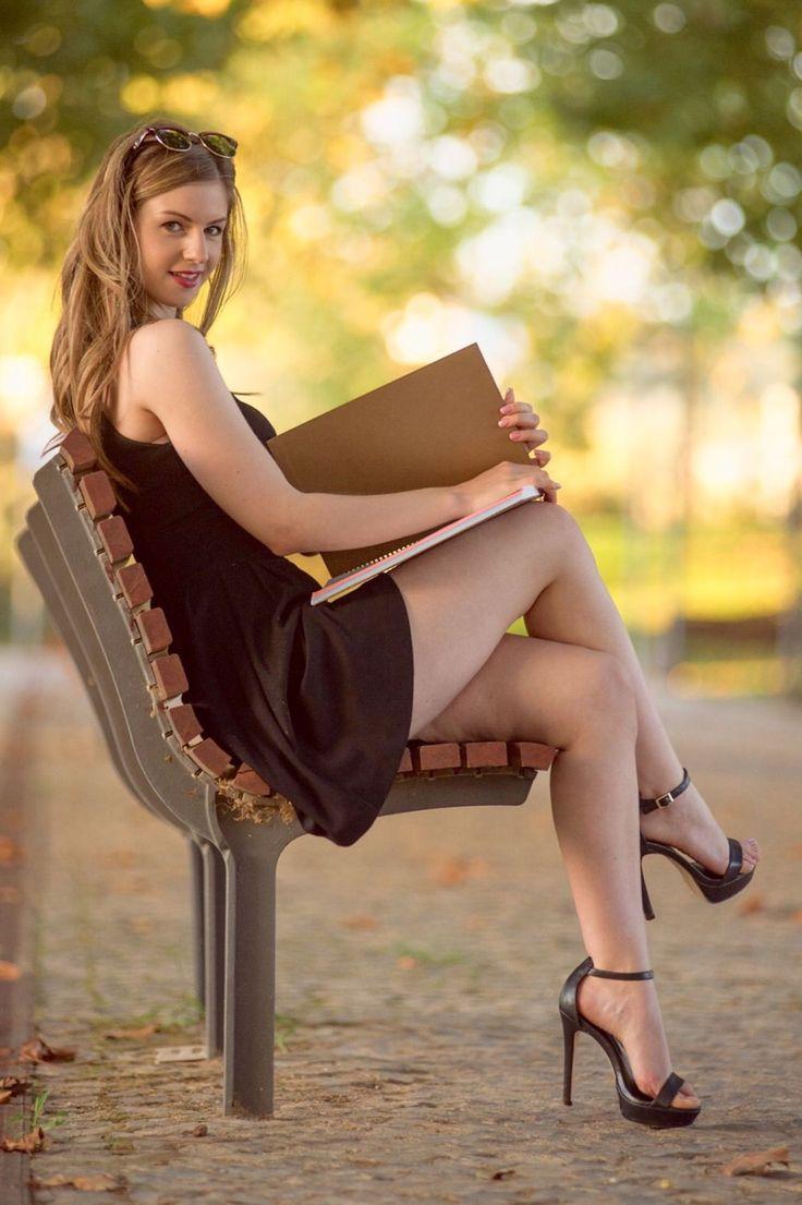 teen-girls-crossed-legs