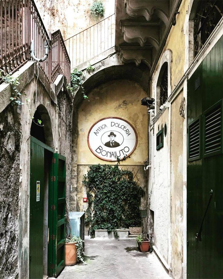 L'antica dolceria @bonajuto, la fabbrica di cioccolato più antica della Sicilia, presente dal 1880, con sei generazioni di artigiani dolcieri, il 26 marzo ci delizierà con i suoi sapori. #il26nonprendereimpegni #wwim15 #wwim15❤️ #siciliameet017 http://ift.tt/2mZq2GG