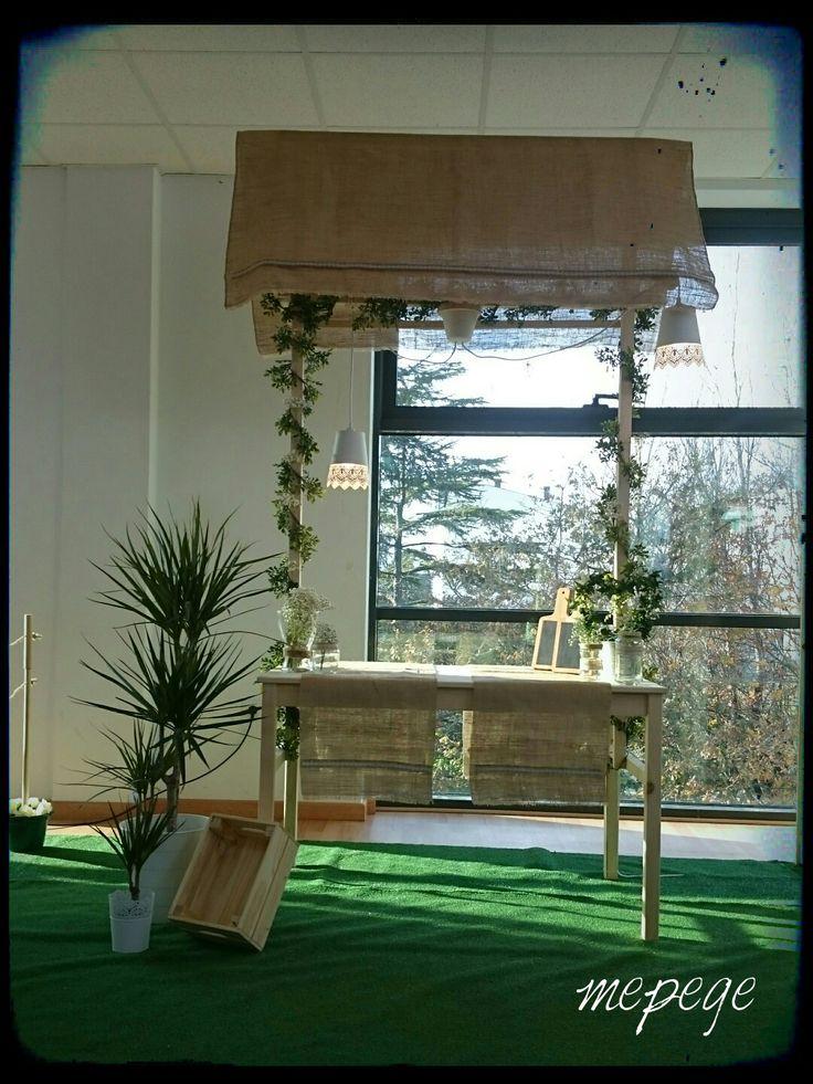 Tenderete para ExpoVoda, con teito en tela de saco, a partir dunha mesa de pino.