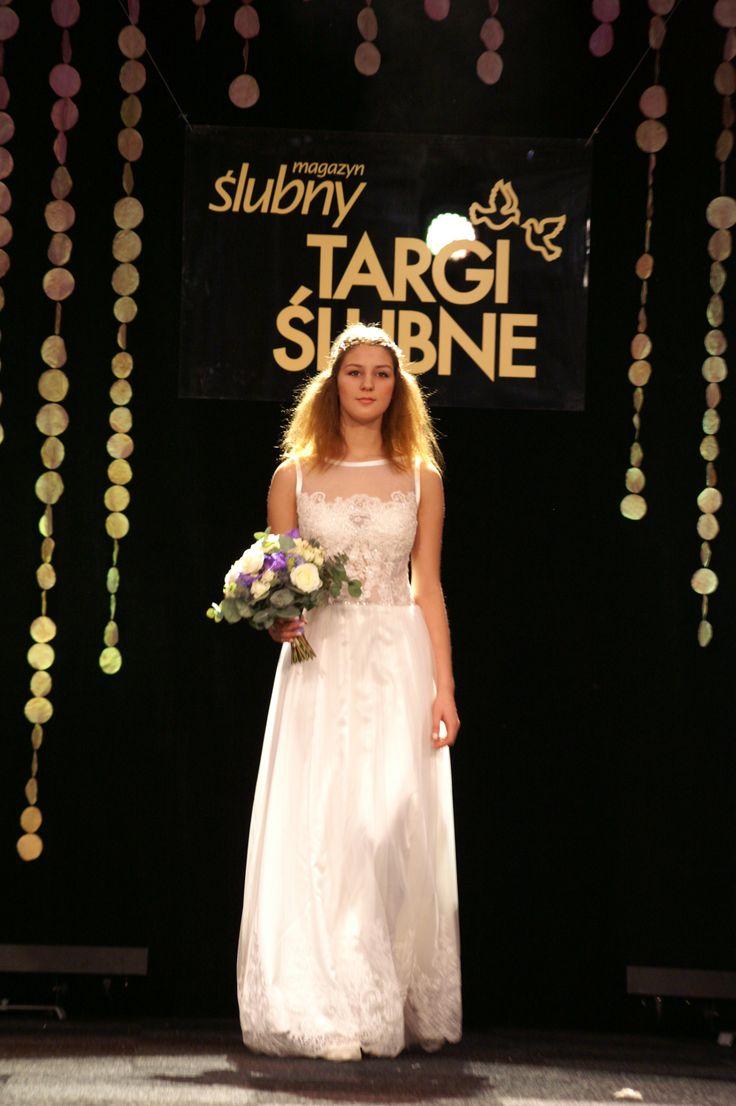 Tiulowo#koronkowa#suknia#ślubna#w#stylu#boho model1603 z#tiulowymi#ramiączkami Targi2016