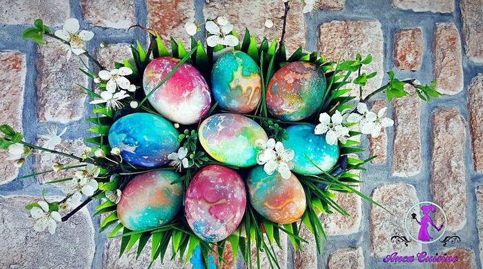 Pentru aceste oua curcubeu aveti nevoie de oua albe,daca nu aveti le puteti decolora pe cele maro.