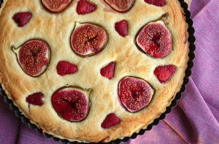 Een van onze favoriete taarten, een vijgentaart met frangipane. Die je helemaal zelf maakt, inclusief het korstdeeg. Bekijk hier het recept.