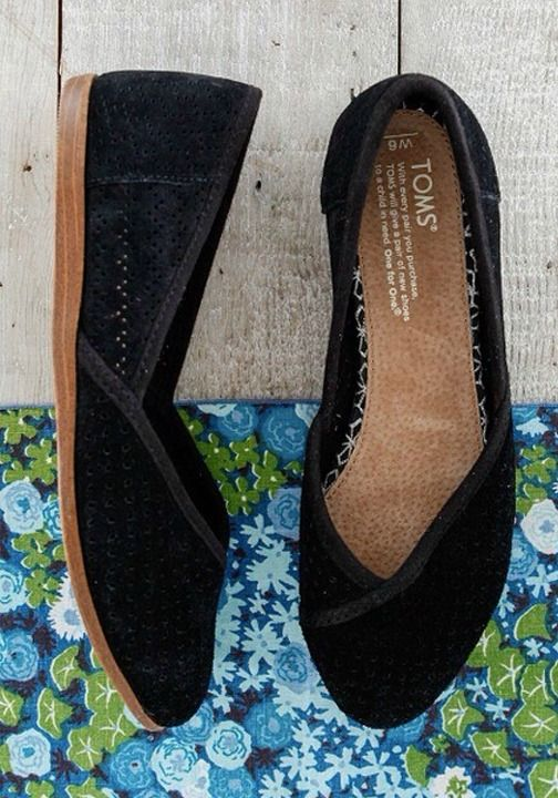 Travel the world or just relax in TOMS Indian-inspired Jutti Flats.