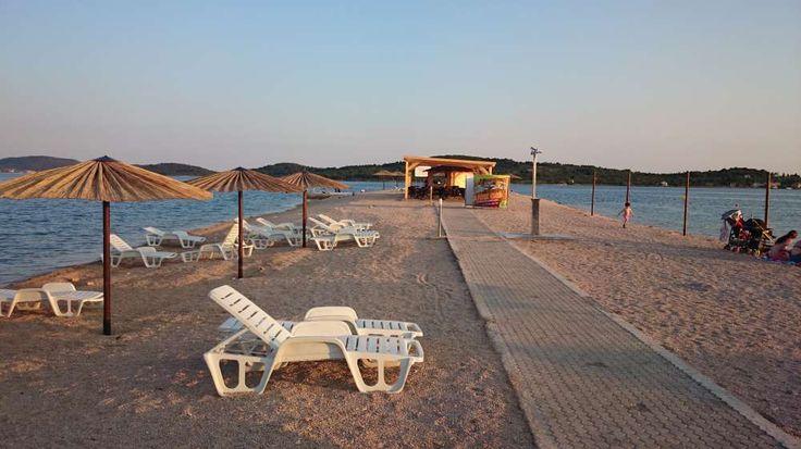 Traumhafte Pension in Vodice - Kroatien. Diese Pension in Dalmatien direkt am Meer bietet Zimmer ab 35 Euro pro Tag an.