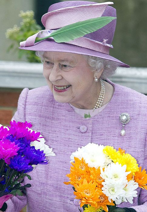 """A lovely hat not to mention that """"little"""" brooch...Queen Elizabeth, Easter Sunday, Finding Interesting, Royal Ascot, Join Queens, Lady, Hats Tricks, Elizabeth Ii, Queens Elizabeth"""