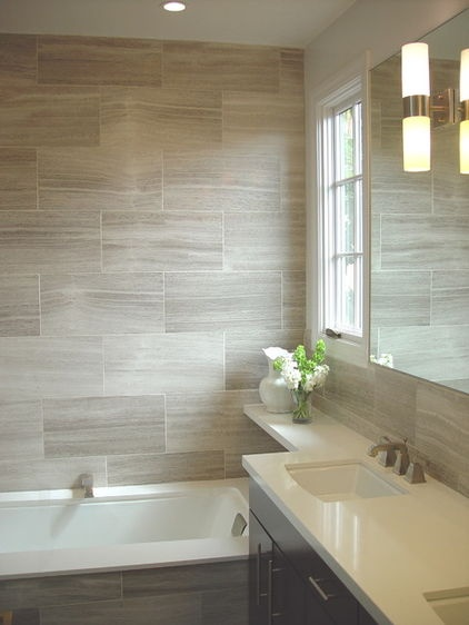 large-format tile in this bathroom. The visually striking tile grain draws the eyes along the stone-covered space.