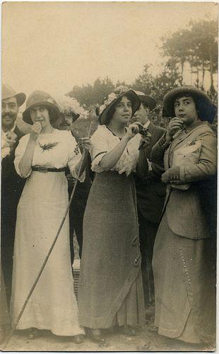 Womens Fashion, Portugal (1913) To the center, Maria José de Barros Pinto Rodrigues da Costa Belmarço