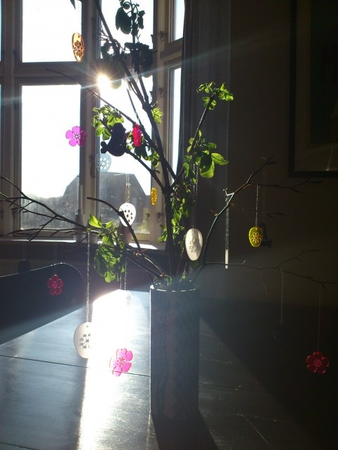 Hang arounds from spagat.dk  Påske/forårspynt på mit spisebord.