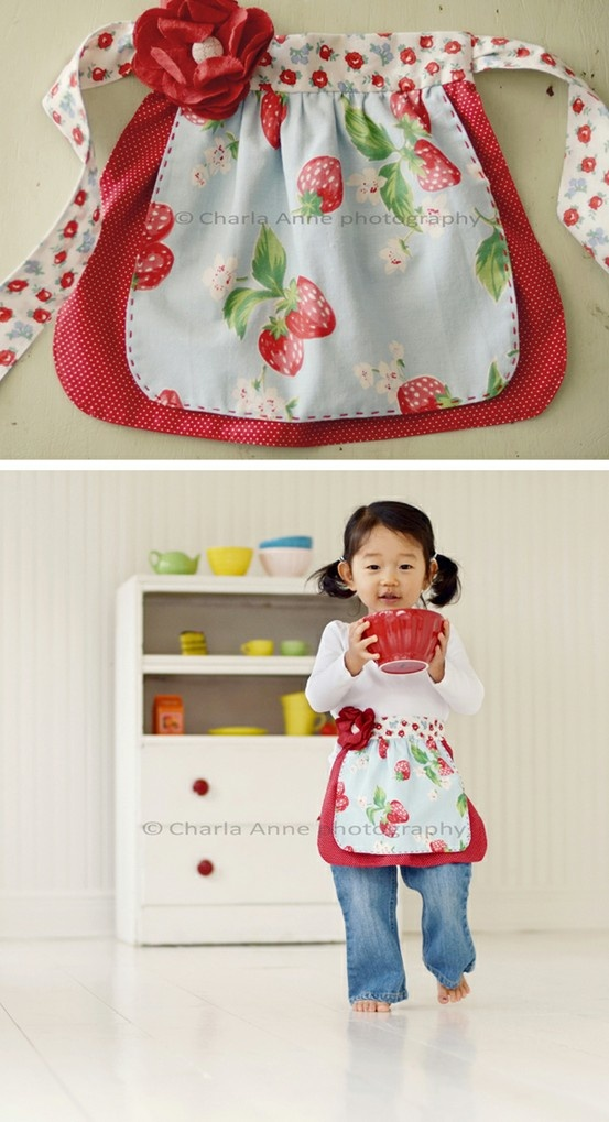 pppppppp telas para manteles  Apron for a little girl...I absolutely love this. One day, I hope...