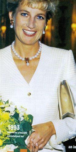 Princess Diana: pearls..... ..Uploaded By  www.1stand2ndtimearound.etsy.com
